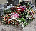 Père-Lachaise - tombe fleurie 01.jpg