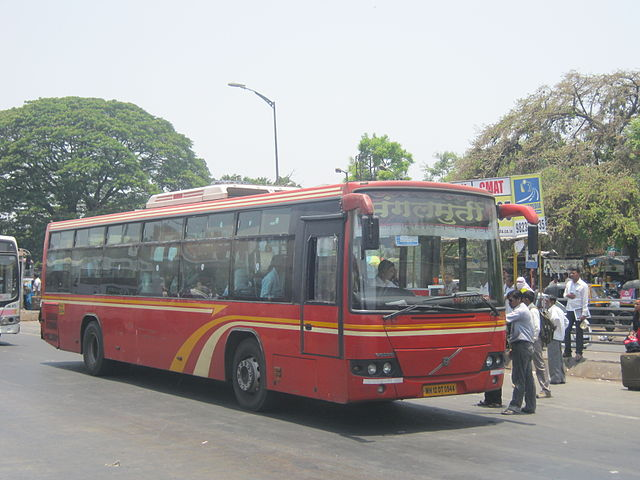 A Volvo used on the Pune Rainbow BRTS by PMPML.