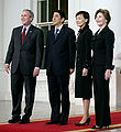 PM and Mrs Abe arrive at WH 26 April 2007 from side angle cropped.jpg