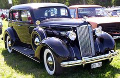 Packard 120 4-Door Sedan (1937)