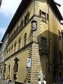 Palazzo di Sforza Almeni, spigolo con stemma.JPG
