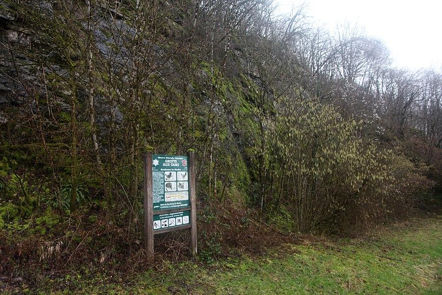 Panneau d'information dans la RNR des grottes du cirque à Gondenans-les-Moulins (25).