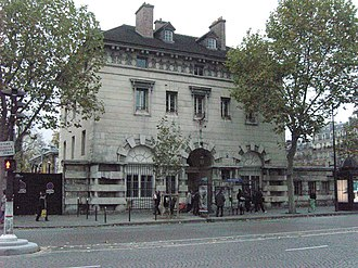 Place Denfert-Rochereau - The tax-collection pavilion of the Enfer barrier. The entrance to the catacombs is behind the double-gate on the left.