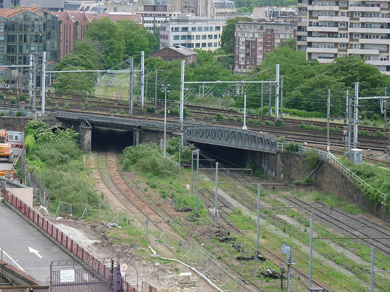 File:Paris ceinture au dessous voies gare de 'est.jpg