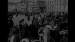 Tiedosto:People at the market square, Helsinki 1918.webm