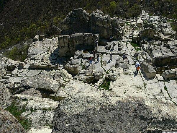 Ruiny Perperikon. Źródło: Wiki Commons, autor: Nenko Lazarov, lic. CC-BY-SA-2.5.