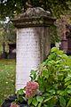 Pierres tombales au cimetière.jpg