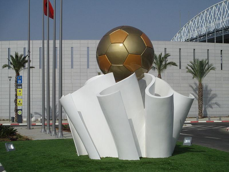 פסל כדורגל הזהב באצטדיון נתניה