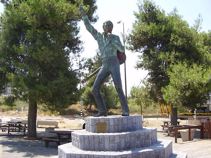 פסל אלביס פרסלי ליד נווה אילן