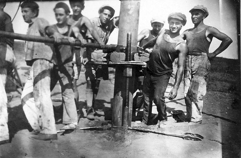 גן-שמואל-חפירת באר 1935