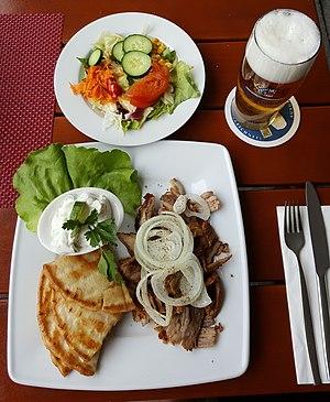 Gyro (food) - Gyros plate