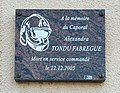 Plaque en hommage au caporal Alexandra Tondu Fabrègue à Neyron.jpg