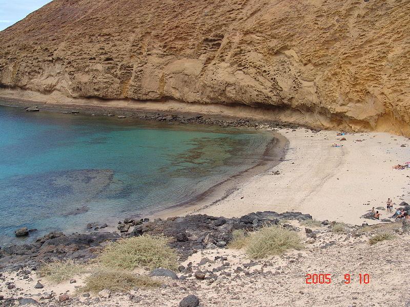 File:Playa de la Montaña Amarilla.JPG
