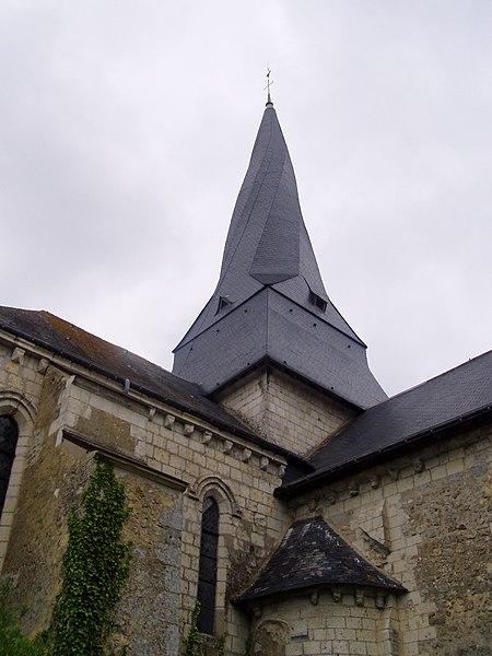 Photographie du fr:clocher tors de l'église Saint Denis de fr:Pontigné dans le fr:Maine-et-Loire prise par Accrochoc