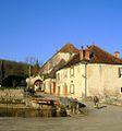 Porte du vieux-château à l'Isle-sur-Serein.JPG
