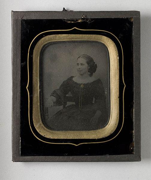 File:Porträtt av kvinna, Fru Wilhelmina Charlotta Grönlund, f. Draminsky i Malmö - Nordiska Museet - NMA.0052715 1.jpg