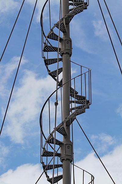 Escalier à vis de l'éolienne Bollée de la Postolle, détail d'un des éléments assemblés