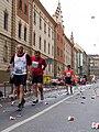 Pražský maraton, Vltavská, dva běžci.jpg
