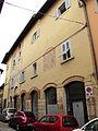 Prato, via tinaia, edificio con resti medievali.JPG