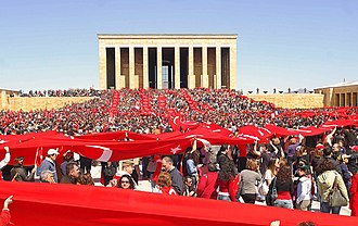 Anıtkabir - Image: Protect Your Republic Protest 6 (2007 04 14) edit