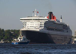Hafengeburtstag - Queen Mary 2 in Hamburg in 2011