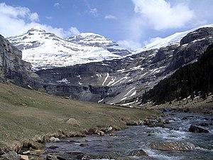 Río Arazas y Monte Perdido.jpg