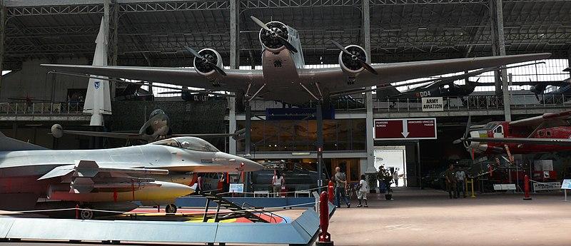File:RMM Brussel F-16 and Ju-52.JPG
