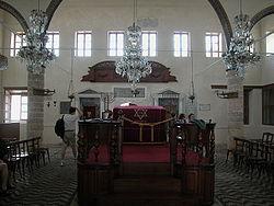Το εσωτερικό τής συναγωγής Καχάλ Σαλόμ στη Ρόδο