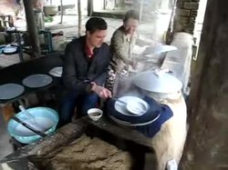 קובץ:Rice paper making.ogv