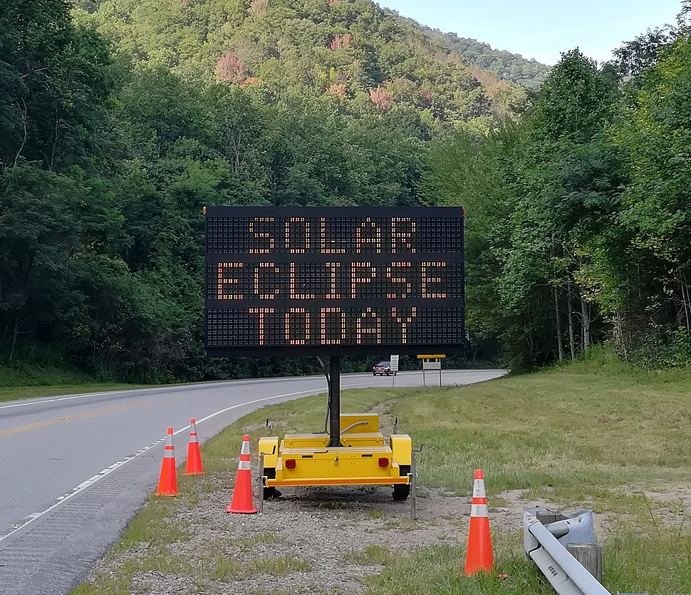 Road Sign SOLAR ECLIPSE TODAY - IMG 20170821 172443 (cropped).jpg