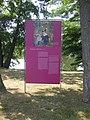 """Rosengarten Forst, Schautafel mit Gemälde """"Marguerite in Belleville"""" von Édouard Manet an der Südostspitze der Reisigwehrinsel, 01.jpg"""
