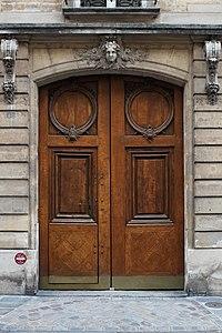Rue des Quatre-Fils (Paris), numéro 20, porte.jpg