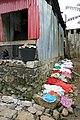 Séchage du linge à São João dos Angolares (São Tomé).jpg