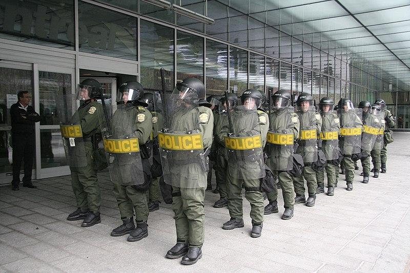 File:Sûreté du Québec riot police.jpg