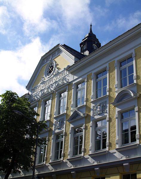 Datei:Saalfelden Markthauptschule 2.png