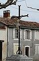 Saint-Louis-en-l'Isle croix devant église.JPG