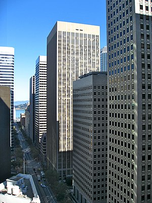 First Market Tower - 525 Market Street (center, sunlit)
