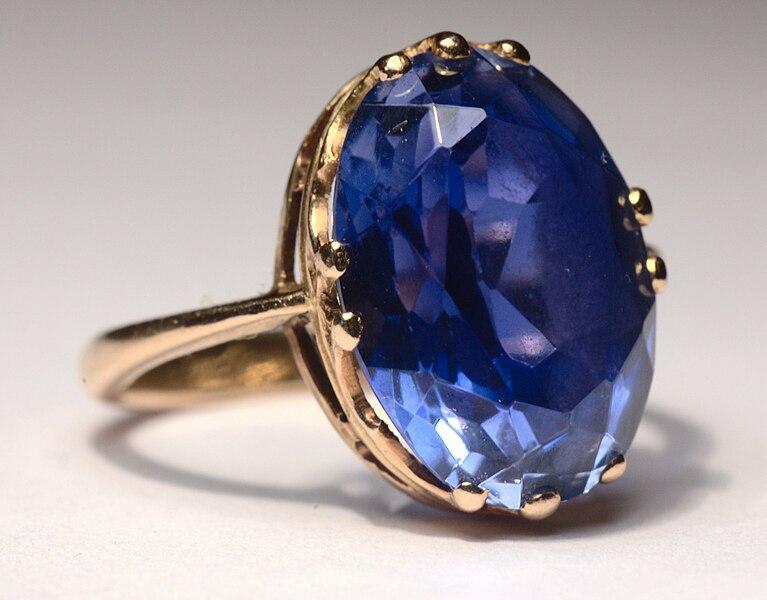 Zafír vsadený v prsteni