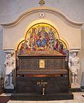 Sarcophage de Stefan Dušan, église Saint-Marc, Belgrade.jpg