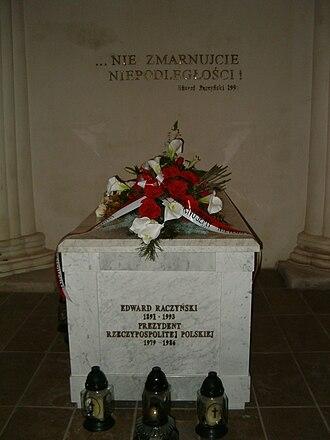 Rogalin - Image: Sarkofag Edwarda Raczyńskiego