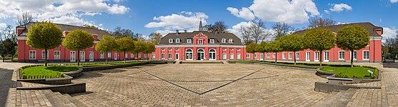 Schloss-Oberhausen-Innenhof-Pano-2015.jpg