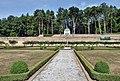 Schloss Weilerbach Garten Mitte.jpg