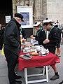 Scouts d' Europe vendant des pâtisseries (4).JPG
