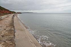 Sea wall near Dawlish (7254).jpg
