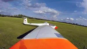 File:Segelflugzeug - Start und Landung (2x).webm