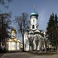 Sergijew Possad-12-Dreieinigkeitskathedrale-Ausgiessungskirche-gje.jpg