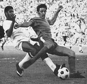 Giorgio Chinaglia - Chinaglia in action with Lazio, opposed by Nené of Cagliari (circa 1970).