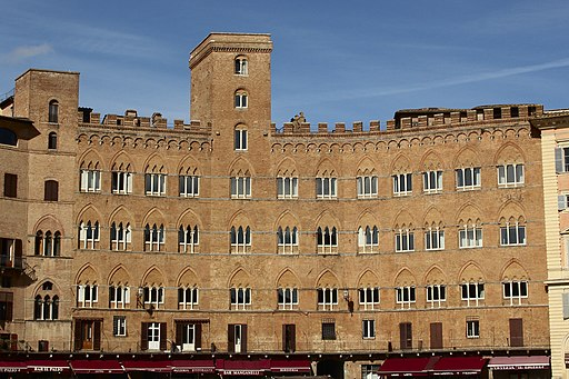 Palazzo Sansedoni, Piazza del Campo