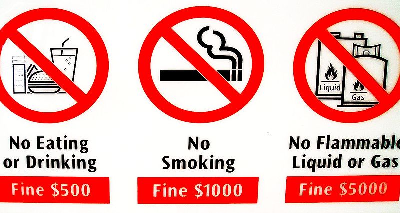 File:Singapur Verbotsschild.jpg