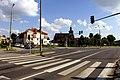 Skrzyżowanie ulic Bama, Bohaterów Warszawy i I. Paderewskiego w Bartoszycach. W tle kościół Farny. - panoramio.jpg